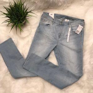 H&M light wash skinny jeans NWT